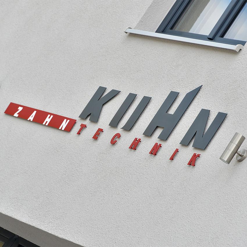 Fassadenbeschriftungen